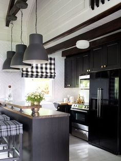 Black appliances (less expensive than stainless ones) match the cabinets for a seamless effect.