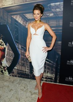 Pin for Later: 25 Supersexy Outfits We Probably Wouldn't Let Our Moms Wear Kate Beckinsale's Cleavage-Baring Dress Was Decidedly Va-Va-Voom But we also wouldn't be surprised if she sold it out.