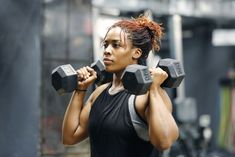 Common Workout Mistakes You're Probably Making (And How To Fix Them) Fit, young African American woman working out with hand weights in a fitness gym.Fit, young African American woman working out with hand weights in a fitness gym. Weight Lifting Workouts, Fat Burning Workout, Weight Training, Muscle Mass, Gain Muscle, Build Muscle, Muscle Building, Muscle Food, Routine