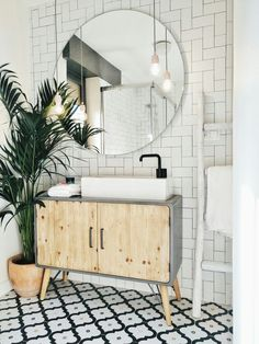 Bathroom Plants: 35 species and more than 70 photos to choose from - Home Fashion Trend Bathroom Plants, Bathroom Floor Tiles, Small Bathroom, Bathroom Ideas, Bathroom Organization, Floor Grout, Bathroom Fixtures, Bathroom Wall, Master Bathroom
