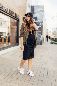 Real Talk…My Fears of Becoming a Mother of 3 | spring style | spring fashion | spring outfit ideas | maternity fashion | maternity style | maternity outfit ideas | casual maternity style | pregnancy fashion || The Girl in the Yellow Dress