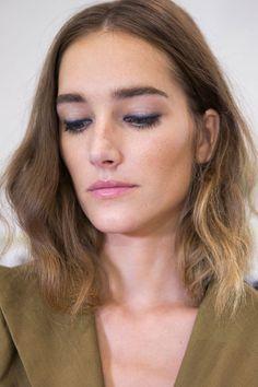 Le bleu nuit au ras des cils de chez Sonia Rykiel par Lancôme - Maquillage printemps-été : les tendances repérées pendant les Fashion Weeks - Elle