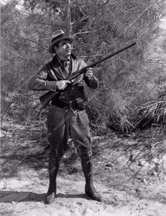 candid Warner Baxter in hunting garb photo 1324-23
