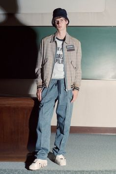 See the complete Andrea Pompilio Spring 2018 Menswear collection.