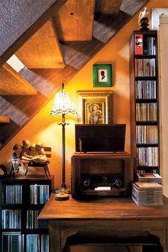Mobília antiga e objetos pessoais fazem a decoração deste projeto - Casa