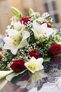 Blumenschmuck am Hochzeitsauto von Claudia & Klaus
