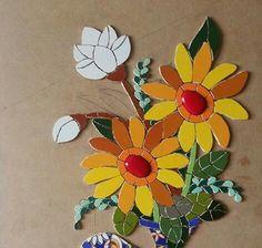Artesanato Mosaic Tile Art, Mosaic Artwork, Mosaic Glass, Mosaic Flowers, Glass Flowers, Flower Pots, Mosaic Planters, Mosaic Garden, Lotus Plant
