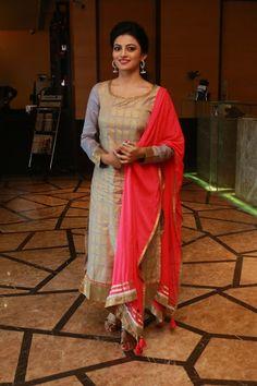 Anandhi Latest Glamourous Grey Dress PhotoShoot Images At Enakku Innoru Per Irukku Movie Press Meet  actress Anandhi