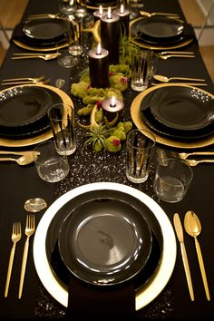 Bewitching Dinner Tablescape / Halloween / Black & Gold