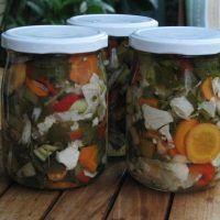 Τουρσί λαχανικών Greek Recipes, Preserves, Vegetarian Recipes, Mason Jars, Veggies, Fruit, Diy, Heart, Ideas