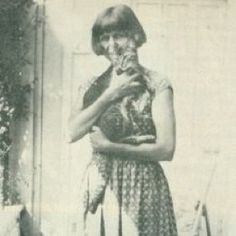 (Dora) Carrington http://www.newnoblewoman.com/wp-content/uploads/2012/03/T-dora-carrington-with-cat1.jpg%3F9d7bd4