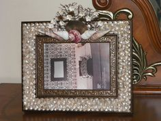 Picture frame embellished with seashells