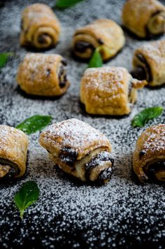 Puff pastry rolls filled with nutella
