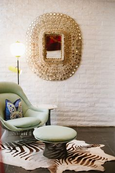 Tips for a Chic Home (Style Me Pretty Living) Living Room Decor, Living Spaces, Living Rooms, Casa Retro, Style Me Pretty Living, Palm Springs Style, Deco Originale, Coaster Furniture, Home Hacks