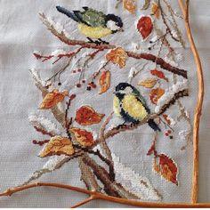 Günaydın...Sonbaharın en güzel renklerini yaşadığımız bu günlerde,etrafa daha çok bakmak ve tüm renkleri doyasıya içime çekmek istiyorum...#günaydın #goodmorning #sonbahar #autumn #kuşlar#birds#kanaviçe #crossstitch #elişi #handmade #nakış #embroidery #