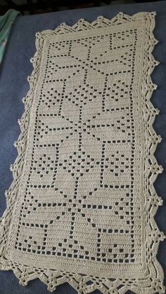 Best 12 4 Dicas Para Você Aprender a Fazer o Crochê em Casa! Crochet Table Runner Pattern, Crochet Tablecloth, Crochet Flower Patterns, Doily Patterns, Crochet Doilies, Crochet Flowers, Stitch Patterns, Filet Crochet, Crochet Quilt