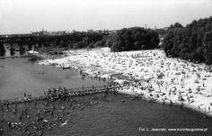 Rok 1965, plaża nad Wisłą między mostem Poniatowskiego, a Średnicowym.