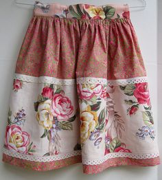 Vintage Inspired ~ Apron. Really pretty and fit for a lady!