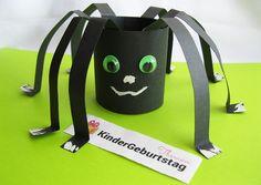 Spinne aus Papier basteln foto Paper Roll Crafts, Crafts For Kids, Kindergarten, Crafting, Education, Winter, Ideas, Autumn, Bricolage Halloween