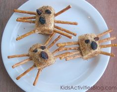 a Little Silly} Food Art -Spider Snack {Healthy and a Little Silly} Food Art - Spider Snack {Healthy and a Little Silly} Food Art Cute Snacks, Healthy Snacks For Kids, Yummy Snacks, Healthy Fruits, Food Art For Kids, Cooking With Kids, Art Kids, Toddler Meals, Kids Meals