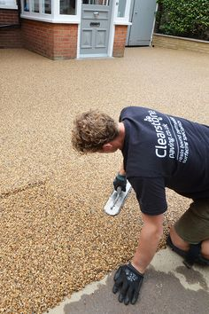 Resin gravel driveway installed by Clearstone. 10 year guarantee and great customer support Stamped Concrete Driveway, Resin Driveway, Diy Driveway, Driveway Design, Driveway Landscaping, Concrete Patio, Resin Bonded Gravel, Resin Gravel, Front Garden Ideas Driveway