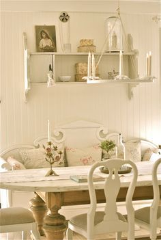 If i could find a bench like this in the states then this would be my dining room