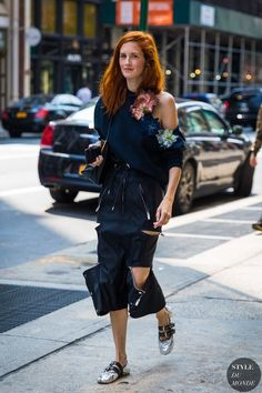 New York SS 2018 Street Style  Taylor Tomasi Hill (STYLE DU MONDE) b51883ba9b598