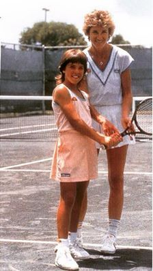 Chris Evert and a very young Jennifer Capriati. Murray Tennis, American Tennis Players, Tennis Photos, Vintage Tennis, Tennis Stars, Play Tennis, Sports Stars, Sports Women, Female