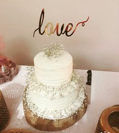 Engagement cake #engagement #cake #white #floral #cake #wooden #Turkey #mioladavet