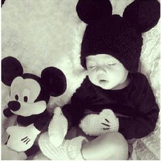Crochet baby Mickey Mouse hat gloves and booties