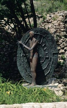 Find artworks by Mimmo Paladino (Italian, on MutualArt and find more works from galleries, museums and auction houses worldwide. Outdoor Sculpture, Modern Sculpture, Sculpture Art, Garden Sculpture, Italian Painters, Italian Artist, Painter Artist, Printmaking, Sculpting