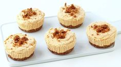 No-bake pumpkin cheesecakes with granola bar crusts. Muffin tin for the win!