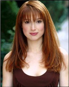 so cute - I wish I could have bangs like Ellie Kemper
