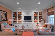Love the colors and patterns in this traditional family room #interiordesign #livingroom