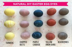 Who needs artificial coloring? A few common foods can create eggs that look rustic and fun. #diy #eggideas