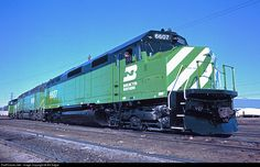 Net Photo: BN 6607 Burlington Northern Railroad EMD at La Crosse, Wisconsin by Bill Edgar Best Picture For Wisconsin living For Your Taste You are looking for something, and it is goi Wisconsin Winter, Wisconsin Funny, Burlington Northern, La Crosse, America's Finest, Lake Geneva, Train Tracks, Photo Location, Model Trains