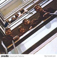 The Beatles grubu maziye bakarken, alttaki poz 1962'den, üstteki poz 1969'dan