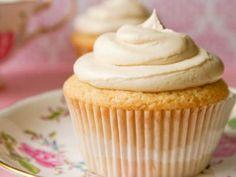 Receta de Cupcakes Fáciles | Cupcakes fáciles y deliciosos, prueba esta sencilla receta la masa tiene arándanos y el betún es de vainilla, son muy fáciles de hacer y quedan súper ricos.