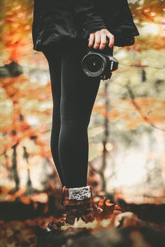 i like things that are cozy Autumn Photography, Girl Photography, Creative Photography, Fall Pictures, Fall Photos, Shotting Photo, Photographie Portrait Inspiration, Autumn Aesthetic, Aesthetic Collage