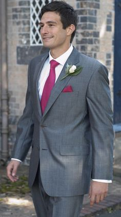 The groom suit in a fall wedding, only in a navy suit = perfection