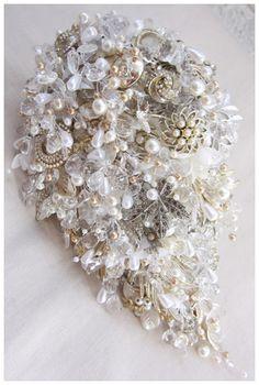 Medium_Teardrop_Vintage_Brooch_Bouquet