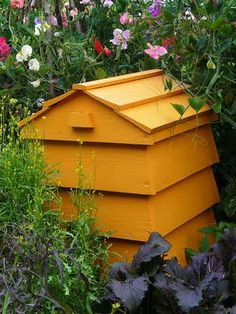 Love this idea -- a compost bin that looks like a beehive! This site has plans for how to make one.