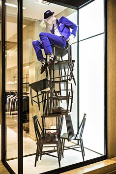 Window display Saks Fifth Avenue Window Display Design, Store Window Displays, Visual Merchandising Displays, Visual Display, Retail Windows, Store Windows, Design Boutique, Vitrine Design, Fashion Displays