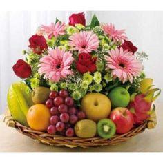 New Fruit Basket Hamper Christmas Ideas Fruit Flower Basket, Fruit Flowers, Fruits Basket, Buy Flowers, Fruit Hampers, Fruit Gift Baskets, Fruits Decoration, Fruit Gifts, Fruit Party
