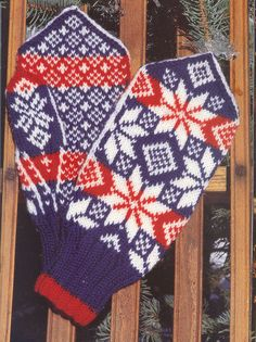 """Photo from album """"Norske Luer - Norske Votter"""" on Yandex. Crochet Mittens, Mitten Gloves, Hand Warmers, Baby Hats, Creative Inspiration, 4th Of July Wreath, Fingerless Gloves, Free Pattern, Knitting Patterns"""