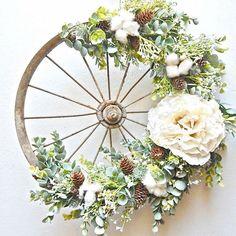 Turn Bike Wheel into Decorative Wreath - Unique Balcony & Garden Decoration and Easy DIY Ideas Felt Wreath, Wreath Crafts, Diy Wreath, Wreaths, Home Crafts, Diy Home Decor, Diy And Crafts, Art Floral Noel, Deco Floral