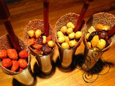 Shots con cacachuates japoneses, cacahuates enchilados, gomitas y chamoy