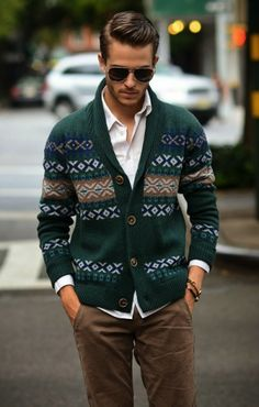 With winter fast approaching, you can spice things up a bit with a fair isle sweater. Enjoy our collection of men's fair isle sweaters and get inspiration.