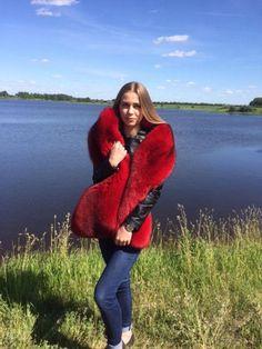 Double-Sided Fox Fur Stole Saga Furs Red Boa Huge Collar Fur Fashion, Fall Fashion Trends, Autumn Fashion, Womens Fashion, Red Fur, Fur Accessories, Fabulous Furs, Fur Stole, Red Handbag