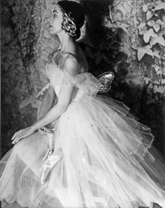 Margot Fonteyn in her Giselle costume, photographed by Norman Parkinson for Vogue (June 1950).